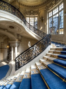 bluepueblo:  Stairway, Versailles, France photo via tammy