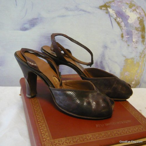 The classic 40s - 50s era sling back….Peep toe…Reptile and leather..sz7 — Had her best days….  @ www.GoodEye.Etsy.Com