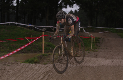 gibier3000:  Walton from Mash SF in the mud … love their new jerseys and frames' paintjob.