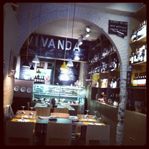Delicious dinner in Florence @ Vivanda, a tiny restaurant with bomb local & organic food. And great wine. #freshpasta #morevinoplease (at Vivanda)