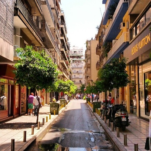 beautiful narrow streets of thessaloniki #street #urban #city #narrow #architecture #buildings #thessaloniki #greece #солун #грција #улица #архитектура #урбан #згради #solun