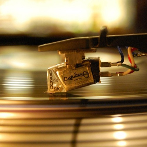Spinning some golden tracks from the past & present! Check it out in 5 at 88.7fm WLUW in Chicago, or online at wluw.org. You can also drop the needle on our archived collection! Check out playlists from weeks past at Grooveshark & Spotify.