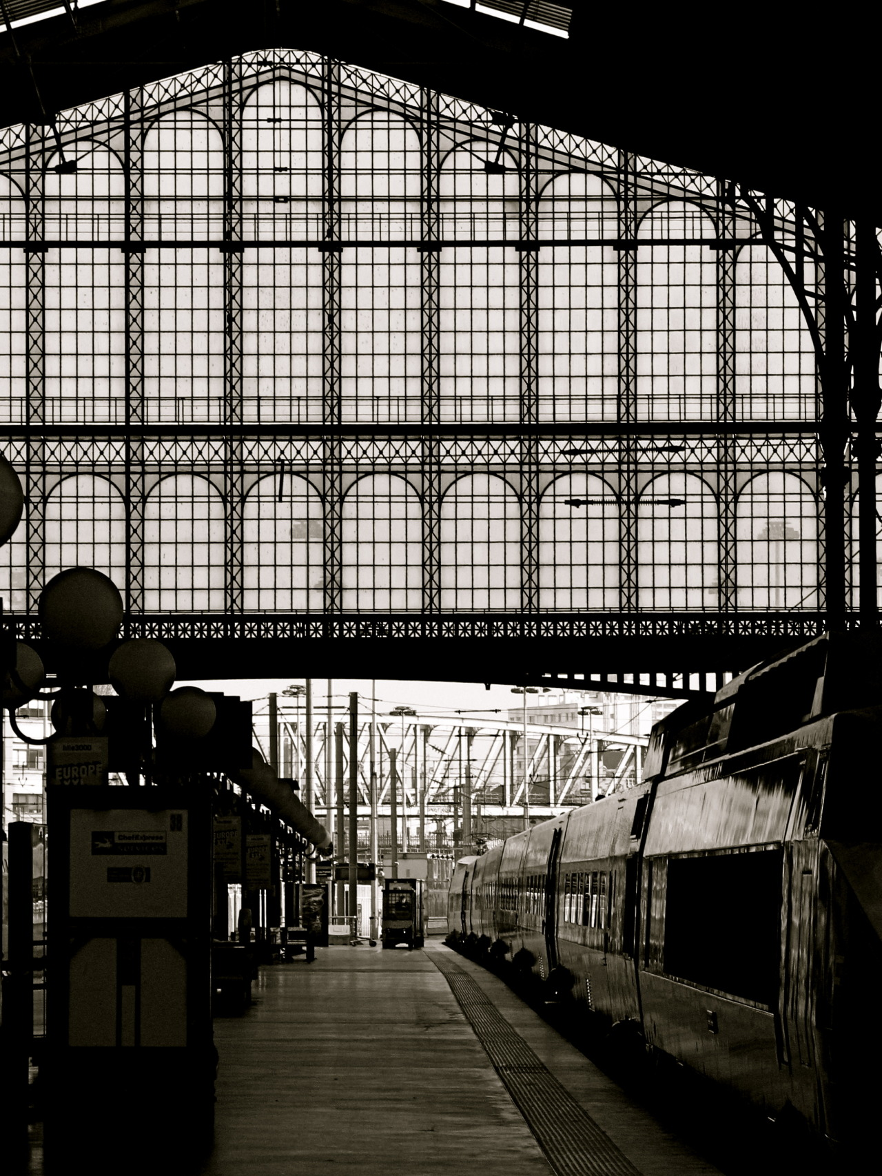 dianakgarrettphotography:  …outbound…  By Diana K. Garrett, Paris Gare du Nord