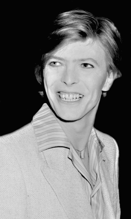 French premiere of The Man Who Fell to Earth at the Gaumont Champs-Elysées, July 1977 © Philippe Auliac source - community.davidbowie.com/gallery