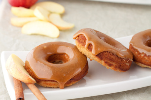 cakesonholiday:  Caramel Apple Doughnuts