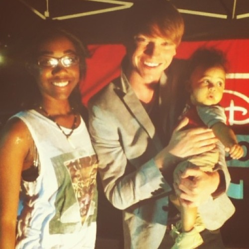 Me, @calumworthy , and Noah😃 #calumworthy #awesome #meetandgreet #radiodisney Don't mind the drool on my shoulder ;c lol