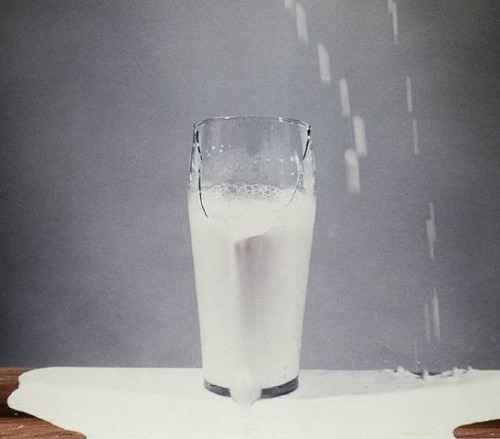 endthymes:  david lamelas,'to pour milk into a glass' (1972)