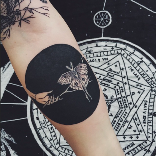 Hand Tattoo Circle Blackwork Geometry Insect Moth Hand Tattoo Portland Pdx Black  Tattoo Luna Moth Circle