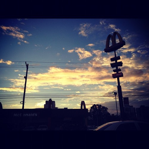 Bella tarde en mi Panama! #panama #atardecer #beatiful  (at McDonald's)