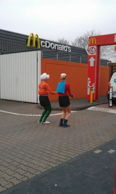 mrgilmore2:  larrybutts:  9gag:  Mermaid Man and Barnacle Boy getting a krabby patty!  I must meet these people and befriend them immediately.  They're in the invisible car too haha