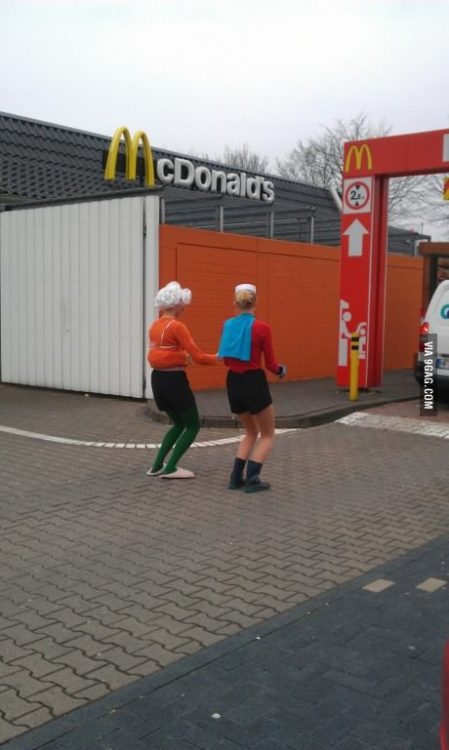 the-absolute-funniest-posts:  larrybutts: 9gag: Mermaid Man and Barnacle Boy getting a krabby patty! I must meet these people and befriend them immediately.   This post has been featured on a 1000notes.com blog.