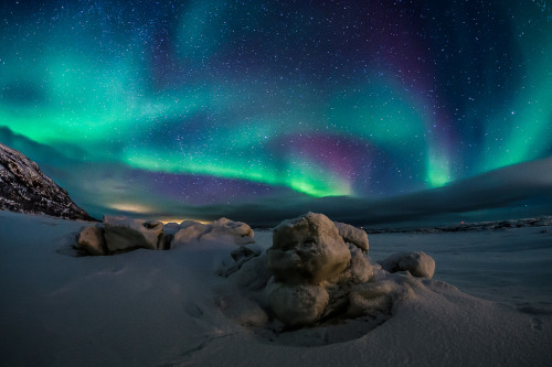 galaxyshmalaxy:  Trapped unde Ice (by Norseman1968)