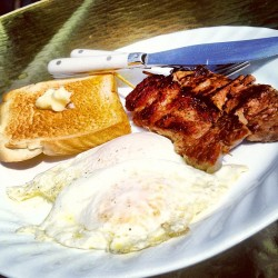 Simple late breakfast: ohio ribeye kushiyaki, local farm eggs over easy & toast w/ french unsalted butter. #steakandeggs