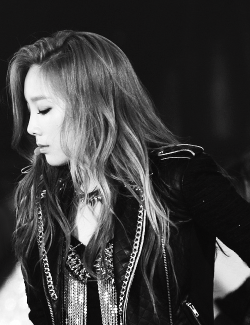 2/100 of taeyeon tryng to stop my breath