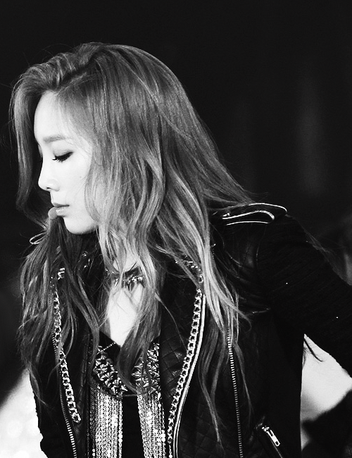 2/100 of taeyeon trying to stop my breath