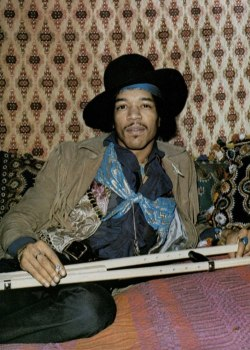 trappgoddess:  simplybek:  Jimi Hendrix, 1969 every detail of this picture is perfect   ^