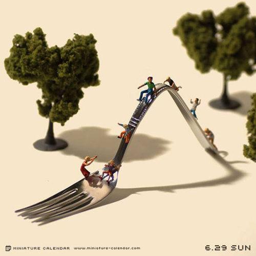 nomellamesfriki:  Un Japonés crea arte en miniatura con objetos cotidianos Más aquí.