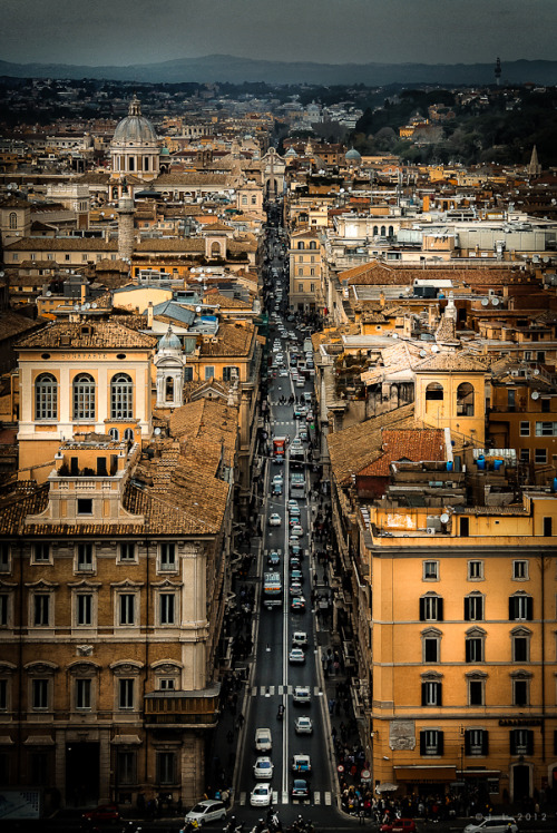 travelingcolors:  Beautiful Roma | Italy (by Jens Lunecke)  WHEN in ROME……….No.5