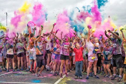 slutty-pizza:  peasantland:  I wanna join a color run omg  same  I'm doing it in Dec :D