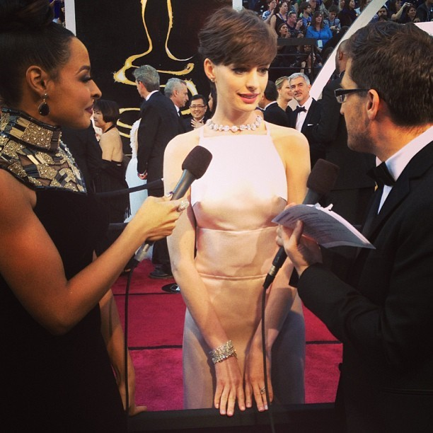 mtv:  Chatting with Anne Hathaway and Anne Hathaway's amazing dress! @joshuahorowitz & @janellesnowden, JEALOUS. #oscars