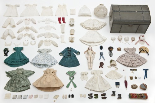 ramonageraldinequimby:  Doll, trousseau and its trunk, circa 1865 Les Arts Decoratifs © Jean Tholance