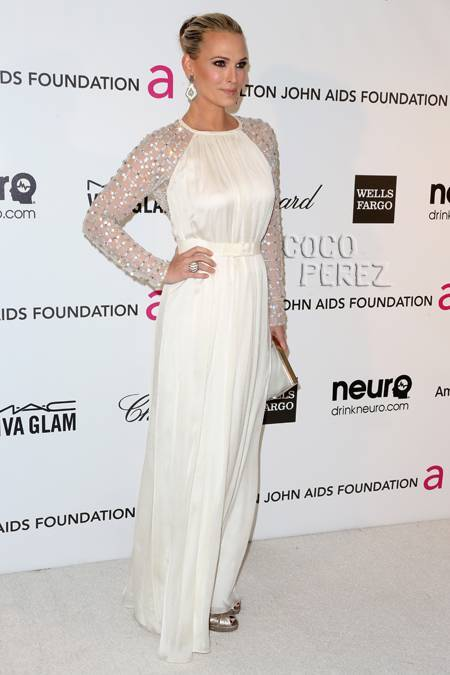 Stylescout's best dressed choice, Molly Sims, at Elton John's Oscar bash. We love everything about her look and this shows you don't need to show skin to look sensational. Bravo!