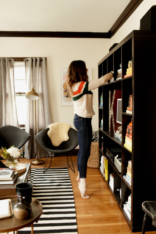 rainydaysandblankets:  skinny jeans, oversized sweater, messy hair. daily.