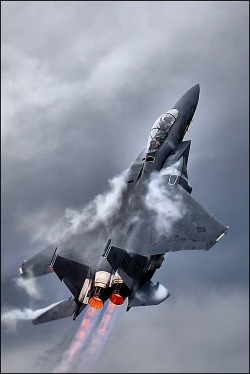 aviationexplorer:  F-15 in full afterburner climbs to the heavens on a humid day.