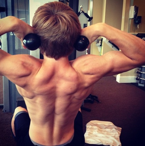 jamesoliverhobbs:  Back and shoulders day :)