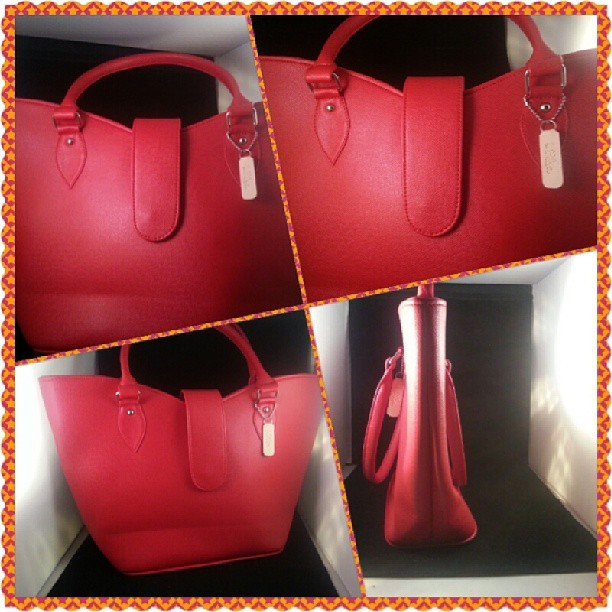 whammiet:  Brand new La bolsa bag $45.00+S&H email whammiet@gmail.com if interested and for other questions  Handbag Victoria v-shaped color: red