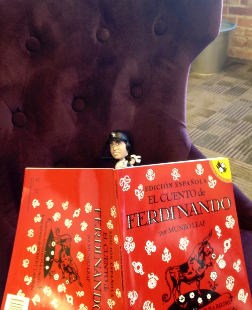 #LilVinny: Estoy el mini matador and I am reading about Ferdinando el torro. ¡Ole!