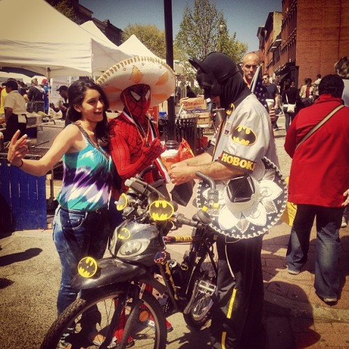 Hoboken Batman + Hoboken Spider-Man + Cinco De Mayo = awesome. #hoboken #artsandmusic #festival #nj #sunday #hobokenartsandmusic #cincodemayo #awesome #local #superheroes #funny #thisisreal #thisisathing (at Hoboken City Hall)