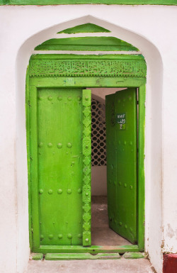 ffactory:  Stone Town doorway with Omani-era carvings, Zanzibar, Tanzania (ph. Amyn Nasser)