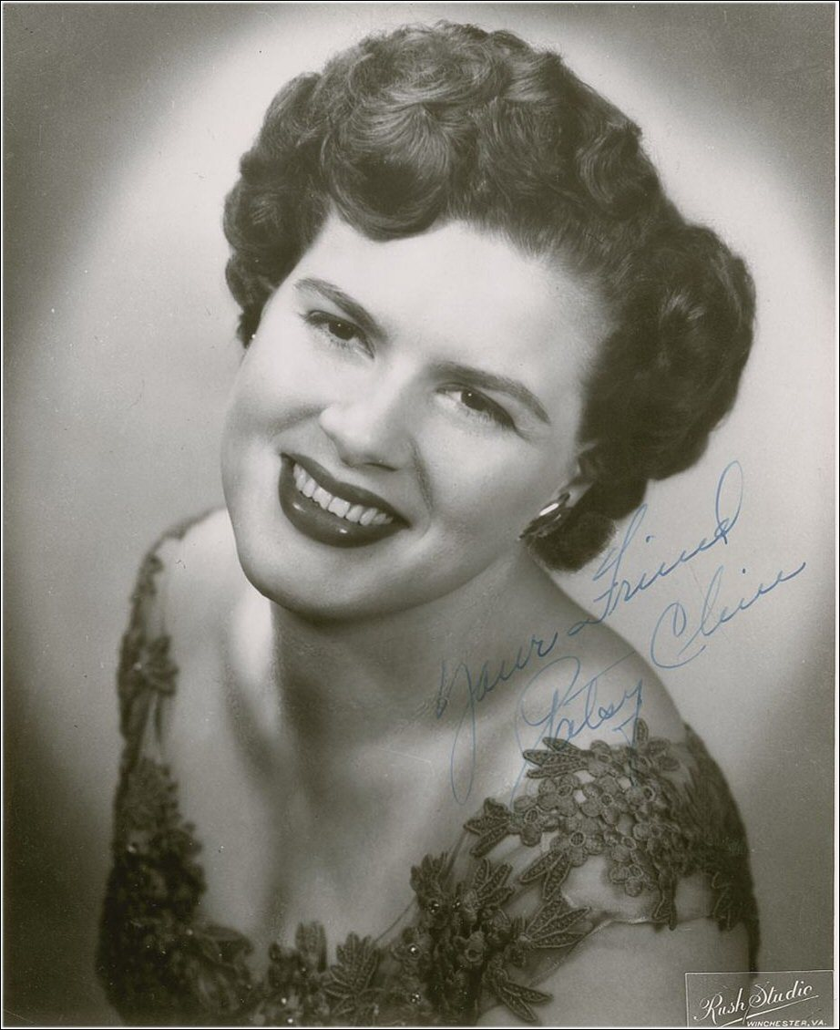 miss-flapper:  Patsy Cline photographed by Rush Studio (Winchester, VA)