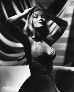 vintagemarlene:  veronica lake (source: david-paris.blogspot.com)