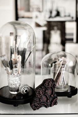 spookyhome:  For storing makeup brushes. (via . | Interior & garden)