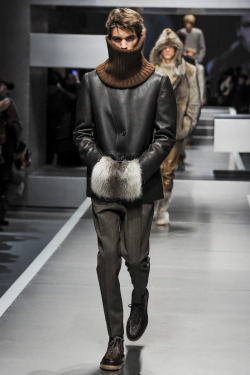 grabyourankles:  Model walks for Fendi autumn/winter 2013/14 at Paris Fashion Week