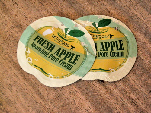 My thoughts on the Fresh Apple Sparkling Pore Cream by Skin Food! This has more of a gel like texture, which is good for sensitive or oily skin. Check it out~! http://www.kimchikristy.com/2013/02/product-review-skin-food-fresh-apple.html Check out Crafts and Cooking, as well as Korean Cosmetic and Music reviews @ www.kimchikristy.com !