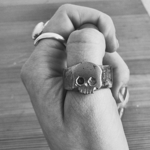Super talented. #skull #ring #metal #jewellery