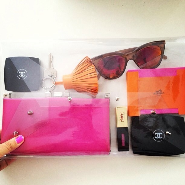 Everything you need in your clear clutch 😆 #Hermes #Chanel #clearclutch #fashion #accessories
