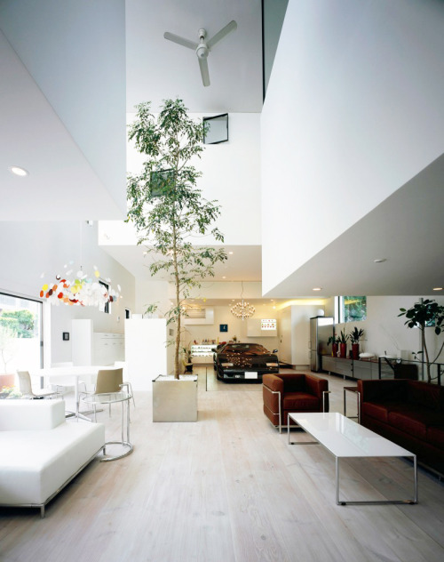 life1nmotion:  Japanese studio No.555 Architectural Design Office created the Kre House for a hardcore sport car enthousiast.