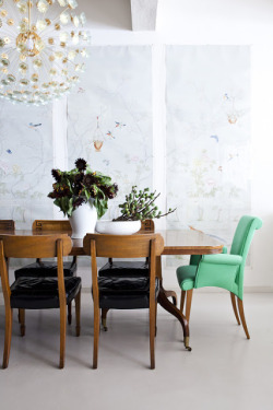 (via Down and Out Chic: Interiors: One Green Chair)