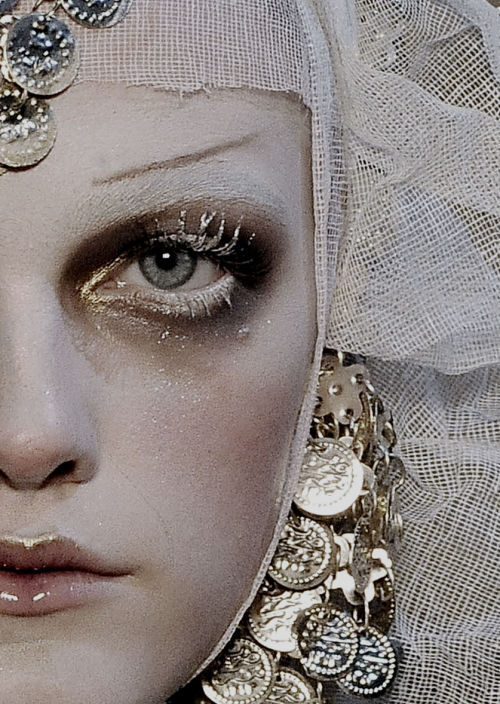 sexrova:  Vlada Roslyakova at John Galliano F/W 2009