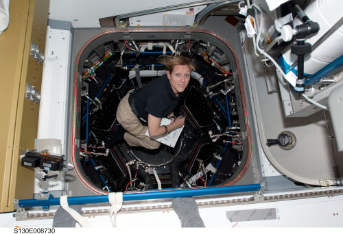 fuckyeahfemaleastronauts:  Kathryn Hire installing the Cupola on STS-130. (x)