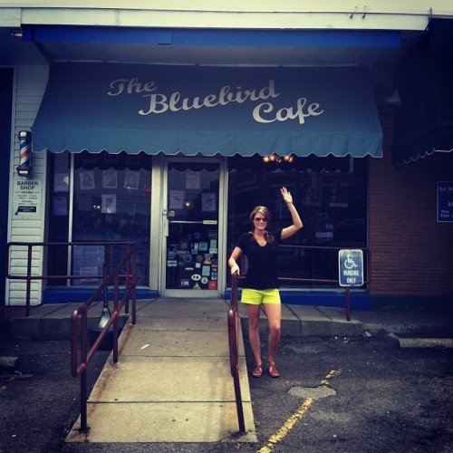 Nell waving at the Bluebird Cafe in #nashville