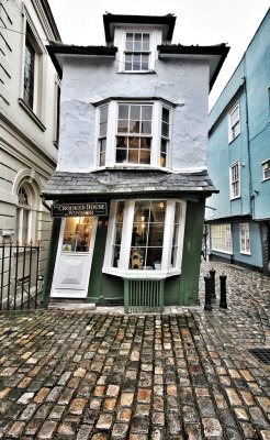 blua:  The Crooked House in Windsor photographed by Phil Wiley  This keeps appearing and its not okay because I want to go home