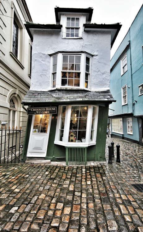 dulcetdecember:  The Crooked House, Windsor (by Phil Wiley)