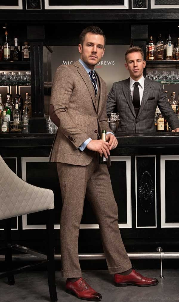 mugenstyle:  mrmoderngentleman:  Tweed? At the bar? Okay why not.  Thats his work place so its cool. Dan Trepanair* from TSB