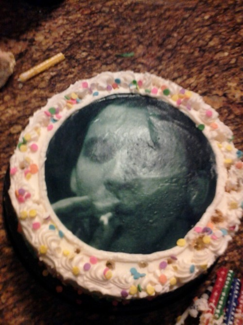 th3cr3w:  kinda hard to see but this is slug on jessies birthday cake  awesome night