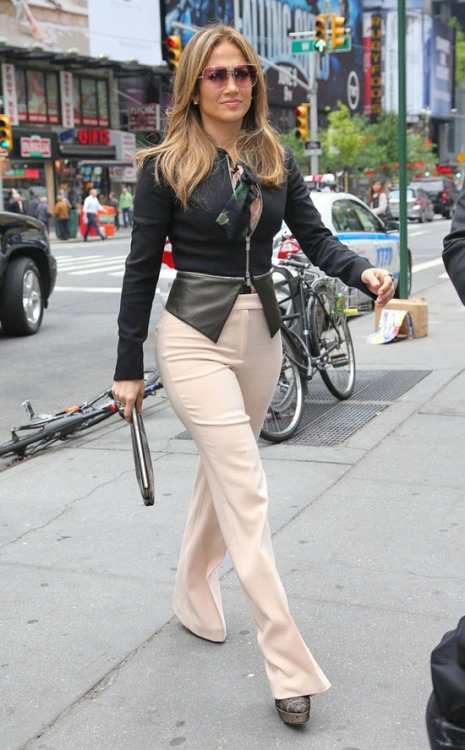 What do y'all think of J. Lo's retro, oversized square frames with lightened pink lenses? Hot or not?! We think hot!